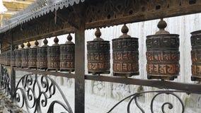 Барабанчики молитве в temle Swayambhunath или обезьяны kathmandu Непал Swayambhunath, или Swayambu или Swoyambhu, старое сток-видео