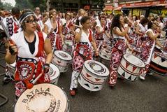 Барабанщики от Batala Banda de Percussao стоковое изображение