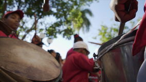 Барабанщик-мальчик на параде сток-видео