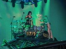 Барабанщик певицы Эрика поцелуя рок-группы Стоковое Фото