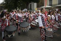Барабанщик усмехается масленица Notting Hill Лондон стоковое изображение rf