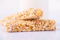 2 бара granola на поверхности Стоковая Фотография