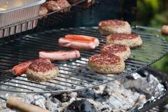 барбекю варя еду Стоковое Фото