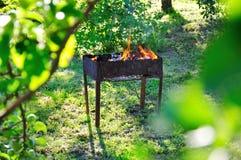 Барбекю заполненное с углями Стоковые Фото