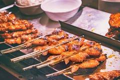 Барбекю крыла цыпленка с тайским сладостным соусом chili Стоковое Изображение