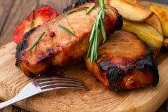Барбекю мяса с овощами и специями Стоковая Фотография