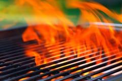 Барбекю с пламенами и космосом экземпляра Стоковые Фотографии RF