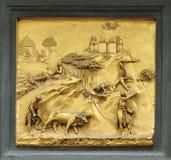 Барельеф Каина и Abel на стробах рая, Baptisery, Флоренсе стоковые фотографии rf