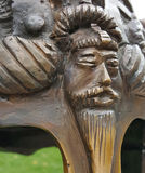 Барельеф мифа на шлеме medievel стоковая фотография
