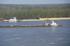 Баржа внутри река Миссисипи в Vicksburg, Миссиссипи Стоковое фото RF