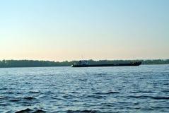 Баржа на реке Стоковые Изображения RF