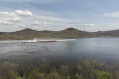 Баржа реки Миссисипи весной Стоковые Фото