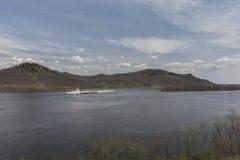 Баржа реки Миссисипи весной Стоковое Изображение RF