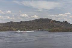 Баржа реки Миссисипи весной Стоковая Фотография RF