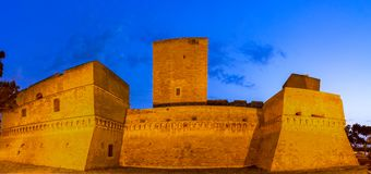 Бари, Италия, Апулия: Взгляд улицы Swabian замка или Castello Svevo стоковое фото