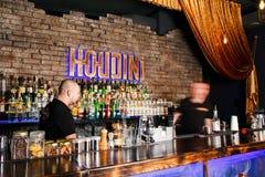 2 бармена быстро работая Стоковое Изображение