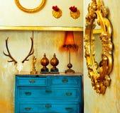 Барочная дом сбора винограда grunge с голубым ящиком Стоковое фото RF
