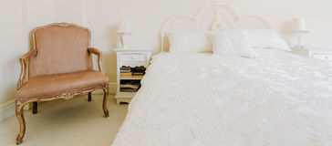 Барочная мебель в роскошной спальне Стоковое Изображение RF