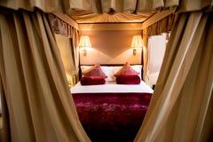 Барочная спальня с дрессером Стоковая Фотография RF