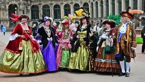 Барочный джентльмен и ринв Дрезден ladys идя Стоковые Фото