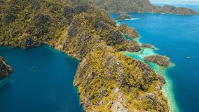 Барракуда озера гор на тропическом острове, Филиппинах, Coron, Palawan Стоковая Фотография RF