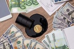 Баррели нефти, доллар, евро, bitcoin, диаграмма Стоковые Изображения