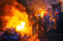 Баррикад с протестующими на улице Hrushevskogo в Киеве, Великобритании стоковое фото
