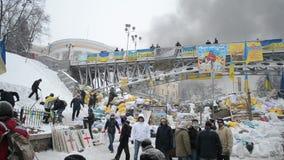 Баррикад, черный смог в центре города, встреча евро maidan в Киеве, Украине, видеоматериал