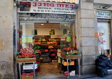 Барселона, Испания: Местный гастроном Стоковые Фотографии RF