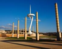 БАРСЕЛОНА, ИСПАНИЯ - 28-ое марта 2013: Взгляд башни радиосвязи стоковая фотография rf