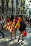 БАРСЕЛОНА, ИСПАНИЯ - 11-ОЕ СЕНТЯБРЯ 2014: Inde людей manifestating Стоковые Фото