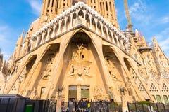 БАРСЕЛОНА, ИСПАНИЯ - 16-ОЕ ФЕВРАЛЯ 2017: Собор Sagrada Familia Известный проект Антонио Gaudi Конец-вверх Стоковое Изображение RF
