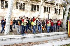 Барселона, Каталония, Испания, 27-ое октября 2017: люди празднуют голосование для того чтобы объявить независимость Catalunya око Стоковая Фотография