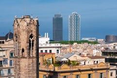 Барселона - старая и новая Взгляд Барселоны с belltower капеллы de Санта Agata и небоскребов стоковые изображения rf