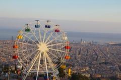 Барселона, парк атракционов Tibidabo с колесом ferris стоковые изображения