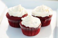 бархат красного цвета пирожнй Стоковая Фотография