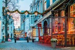 Бары и рестораны расположенные вокруг известного ` Onze Lieve Vrouw Стоковое Изображение RF