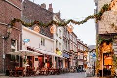 Бары и рестораны расположенные вокруг известного ` Onze Lieve Vrouw Стоковое фото RF