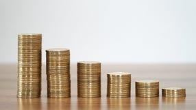 Бары штабелированные монетками стоковая фотография rf