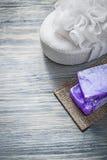 Бары handmade губки ванны мыла на обработке курорта деревянной доски Стоковое Фото