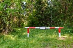 Барьер на дороге леса стоковая фотография