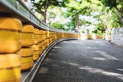 Барьер перил дороги, малая глубина селективного фокуса поля, системы безопасности аварии на дороге Стоковое Фото