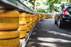 Барьер перил дороги, малая глубина селективного фокуса поля, системы безопасности аварии на дороге Стоковые Фото