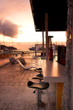 Бар бассейна на заходе солнца Стоковые Фото