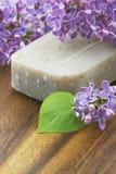 Бар естественных цветков мыла и сирени Стоковые Фотографии RF