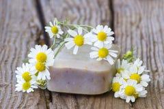 Бар естественных цветков мыла и стоцвета Стоковые Фото
