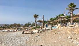 Бар и набережная пляжа в Kissonerga Стоковые Изображения