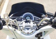 Бар метра и ручки скорости мотоцилк стоковые изображения