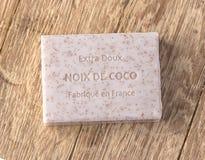 Бар мыла над деревянной предпосылкой Стоковая Фотография RF