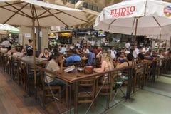 Бар-ресторан в рынке Сан-Паулу стоковое изображение rf